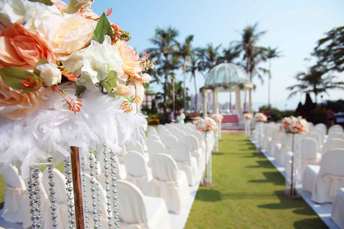 Guide to Renting Chairs and Tables for Parties in Miami